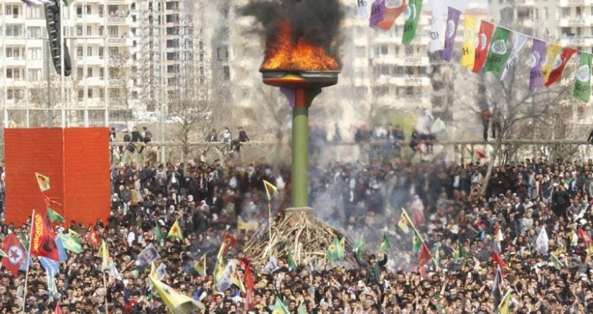 'Kürtler Newroz'da hükümete hem barış, hem de direniş mesajı verdi'