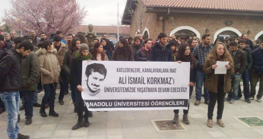 Anadolu Üniversitesindeki uzaklaştırmalar protesto edildi