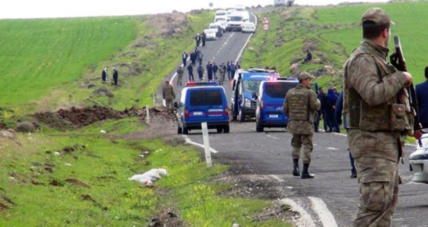 Siverek'te askeri aracın geçişinde patlama: 3 asker yaralı