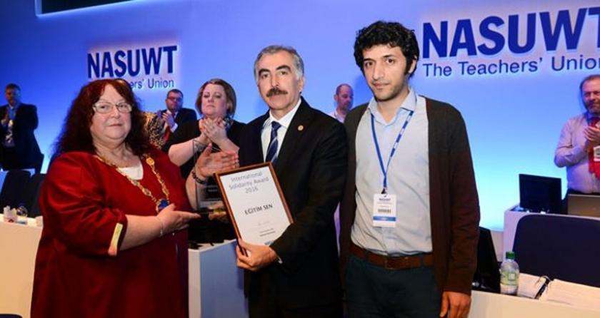 Eğitim Sen'e Uluslararası Dayanışma Ödülü