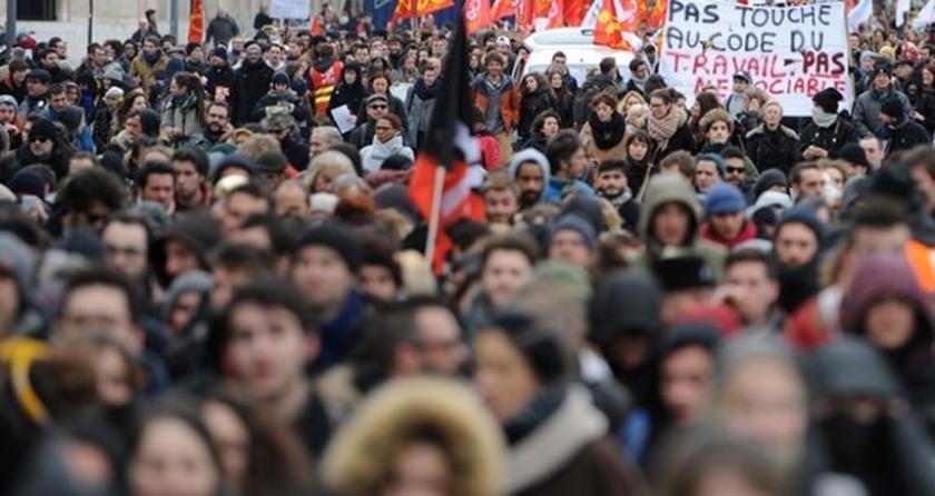 Fransa'da grev yürüyüşlerine 1.2 milyon emekçi katıldı: Emekçiler hem hükümeti hem sendikaları zorluyor
