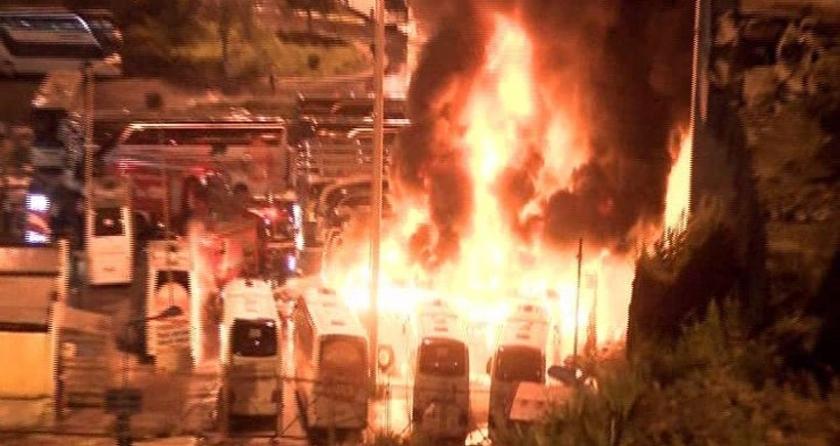 İstanbul Otogarının çıkışındaki park alanında Metro Turizme ait 4 otobüs yandı