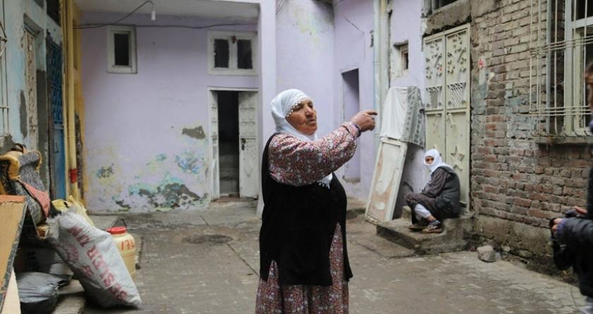 Sur'da yaşayan Cemile Candan: Ensarioğlu ailesindeniz deyip evi almak istediler