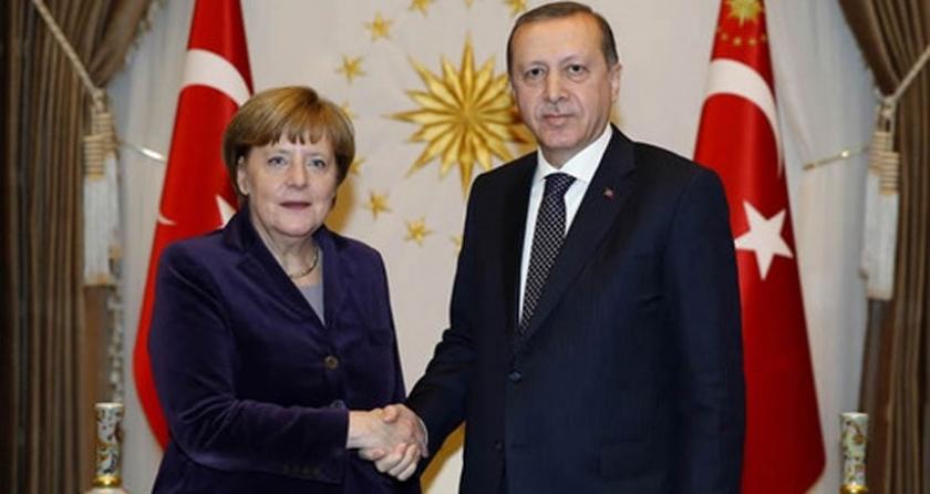AP vekillerinden Merkel'e 'Erdoğan'ı şımartıyorsun' tepkisi