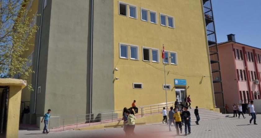 Okul tacizi gizlemek istedi, öğrenci kendini 3. kattan attı