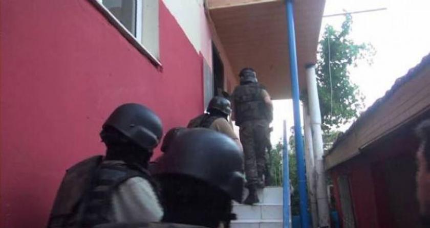 İzmir'de derneklere 1 Mayıs baskını