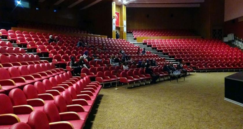Profesörün 'Başkanlık' konferansına 40 kişi geldi