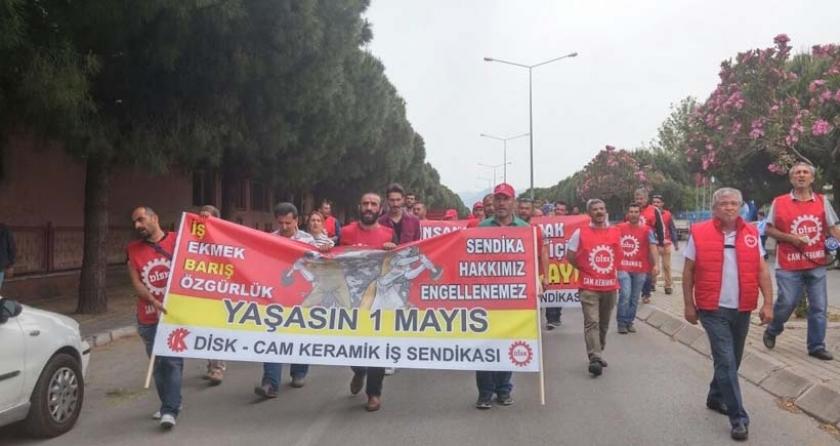 Çiğli'de işçiler, 1 Mayıs'ı Dostcam işçileriyle kutladı