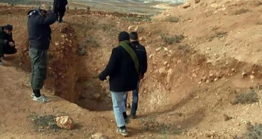 Nusra gözünü sınır kapısına dikti