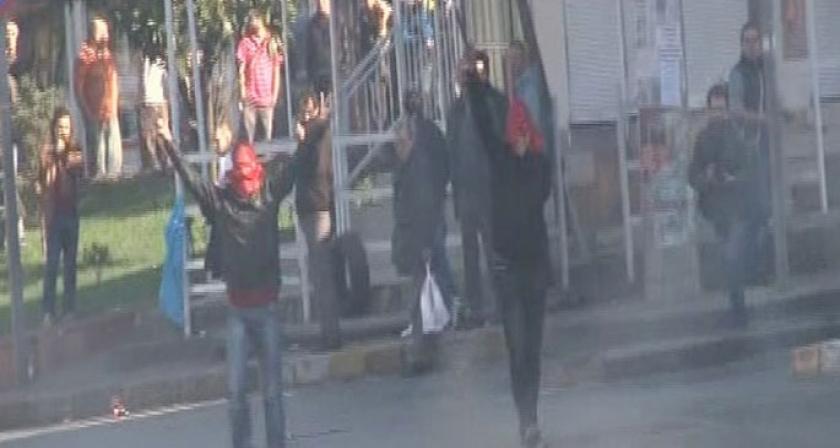 İstanbul'da YÖK protestosuna polis saldırısı