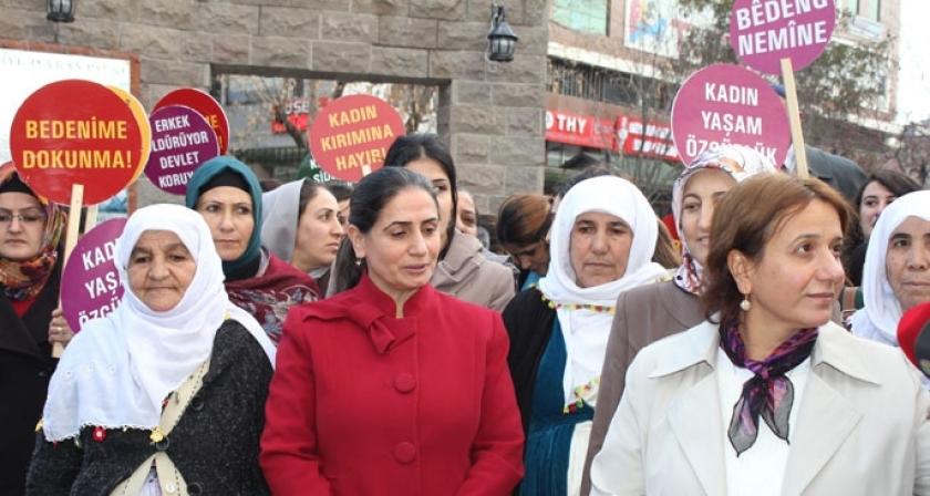 Van'da kadın cinayetleri protesto edildi