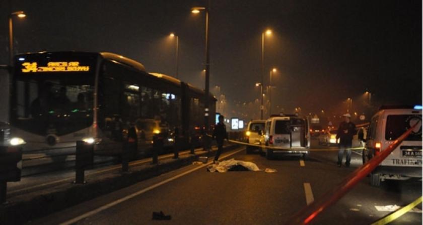 Metrobüsün çarptığı genç hayatını kaybetti