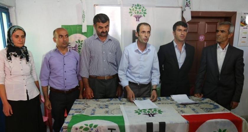 Çukurca'da 9 AKP'li HDP'ye geçti, AKP'nin 2 yöneticisi kaldı