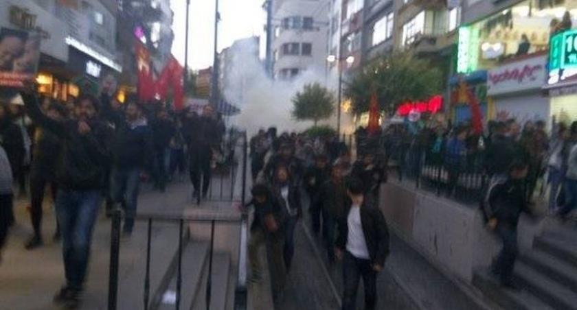 Kadıköy'deki 'laiklik' eylemine polis saldırdı