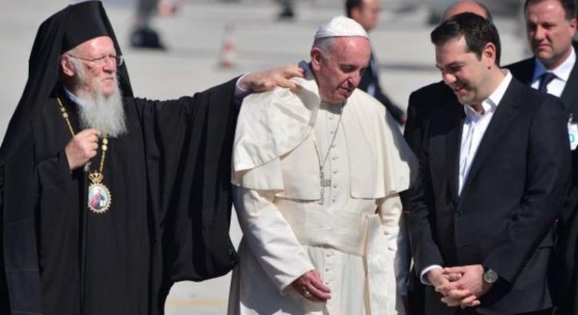 Papa Midilli'ye gitti: 'Mülteciler rakamdan ibaret değildir'