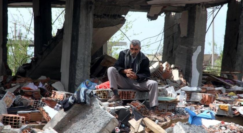 İdil halkı yerle bir edilen evlerini onarıyor