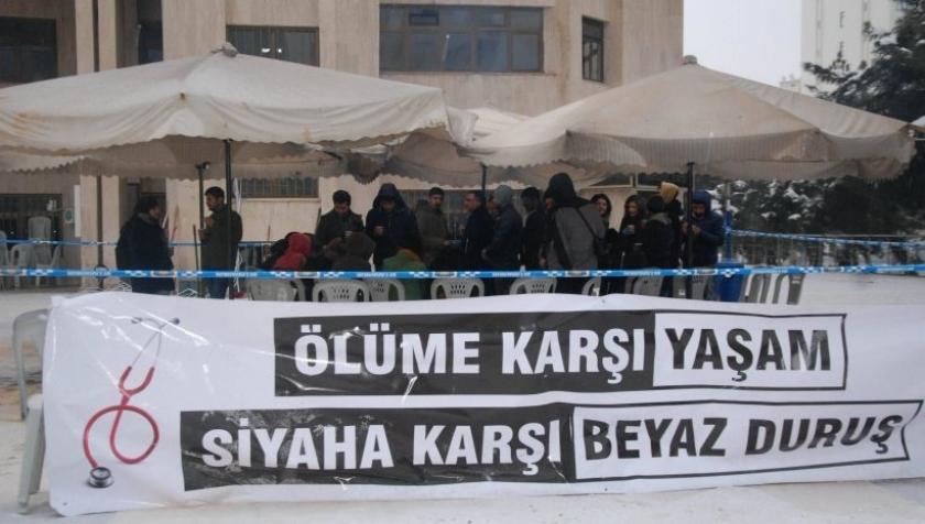 Diyarbakır'da hedef gösterilen hekimler: Yaşam için çabalıyoruz