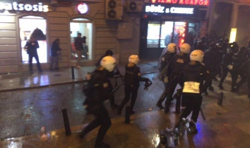 'Zulme karşı barış sesi eylemleri' başladı: Diyarbakır ve İstanbul'da polis saldırdı