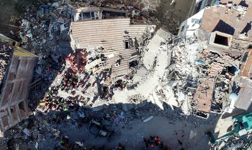 Devletin deprem görevi yaralılara acil şifa, hayatını kaybedenlere Allah'tan rahmet dilemek mi?