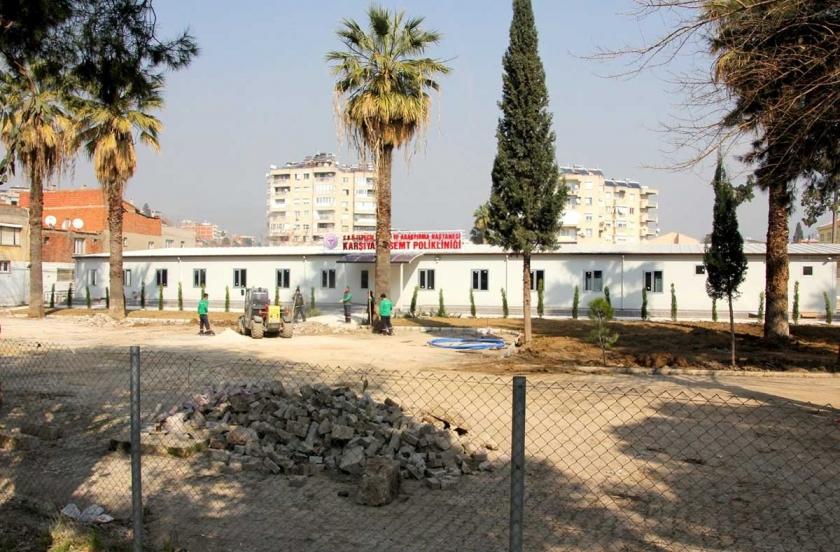 Karşıyaka Devlet Hastanesi 'prefabrik poliklinik' oluyor