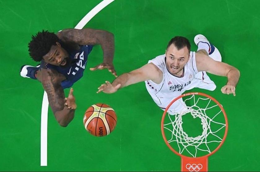 Erkekler basketbolda altın madalya ABD'nin