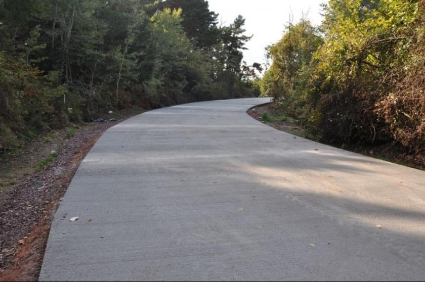 Sahillere beton yol