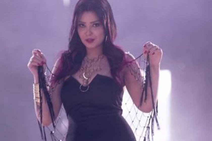 Mısırlı şarkıcı Shyma, muz yediği gerekçesiyle tutuklandı