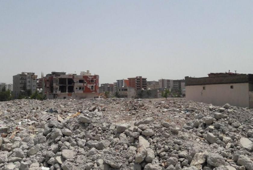 Cizre'de yıkıma hız verildi