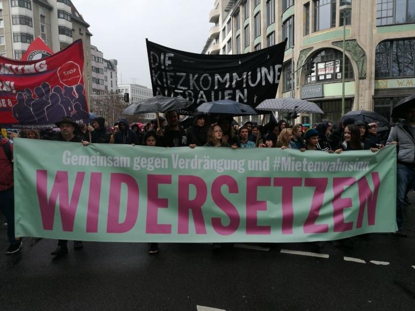 Berlin'de 25 bin kişi yüksek kiralara karşı yürüdü