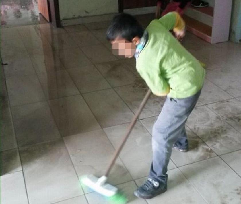 Okulu öğrencilere temizlettiler