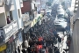 Bayraklı'da pazarcılar pazar yerleri için belediyeye yürüdü