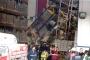 Antrepoda raflar işçilerin üzerine devrildi: 4 yaralı