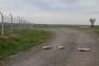 Köylülere kızan muhtar asfalt yola tel örgü çekti