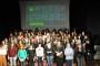 100 kadın oyuncu sahnede