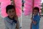 Suriyeli iki kardeş, 23 Nisan'ı pamuk şeker satarak geçirdi