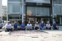 Hugo Boss işçileri eylemlerini mağaza önüne taşıdı