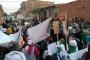 Cezayir'in güneyinde halk sokaklara döküldü