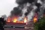 Zeytinburnu'daki metruk fabrikada çıkan yangın kontrol altına alındı