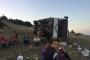 Manisa'da tarım işçilerini taşıyan servis devrildi: 26 işçi yaralı