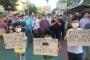 İzmit'te mahalleliler çöp kokusunu maske takarak protesto etti