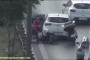 Bir sürücü köpeğe çarpıp kaçtı, diğerleri yardıma koştu