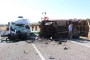 Tarım işçilerini taşıyan kamyonet ile minibüs çarpıştı, 8 kişi öldü