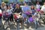 Kadınlar rengarenk bisikletlerle kentlerde tur attı