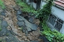 Beşiktaş'ta toprak kayması, deprem korkusu yaşattı