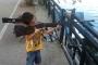 13 yaşındaki çocuk, oynadığı tüfeğin ateş almasıyla ağır yaralandı