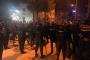 2 kişi bıçaklandı, yüzlerce kişi Suriyelilerin kaldığı evlere yürüdü