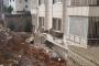 Urfa'da istinat duvarı bir evin üzerine yıkıldı
