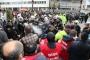 İzmir'de yetki itirazını protesto eden işçilere polis saldırdı