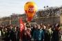 """Fransa yarın grevde: """"Ölene kadar çalış ve sefalet içinde yaşa"""" yasasına hayır"""