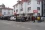 Göç idaresi müdürlüğü önünde bekleyen mültecilere polis saldırısı